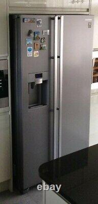 Samsung RSG5UUMH American style fridge freezer. Silver colour water & Ice maker